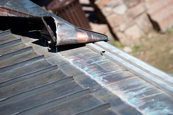 This photo shows the last thing you want to see; rusted out nails spaced every 4 inches to hold down a cover plate over an extruded metal design. As you can see the cover plate is designed to hold heat from a 3 heat cable run held in place by an extruded metal design. Again, this extruded metal system was being removed so management could have the HotEdge Rail installed which requires only 1 heat tape run to prevent ice dams and icicles.