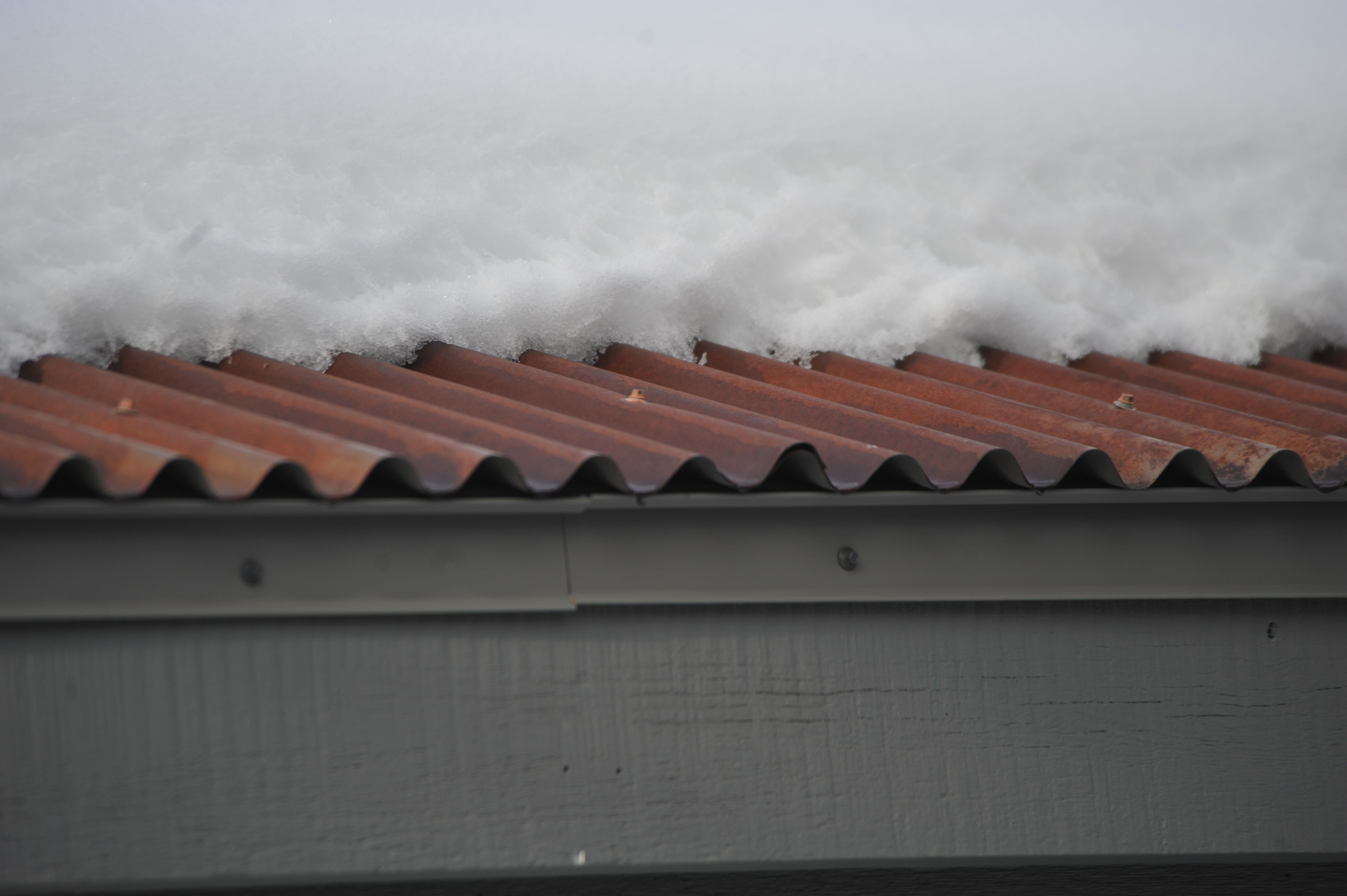 HotEdge Rail Was Installed On The Edge Of This Corrugated Metal Roof.  Sufficient Heat Transfer Exist Between The Compression Of The Commercial  Grade Heat ...